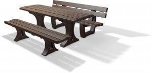 Bänke und Tische